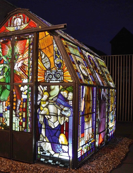 Sacré blur, a greenhouse installation, is the work of Tony Heywood and his partner Alison Condie. The duo used more than 2,000 pieces of salvaged stained glass to create this fabulous fantasy world