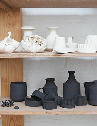 Before becoming interested in flowers, Kaori made objects such as clothing and, here, kitchen utensils in clay.