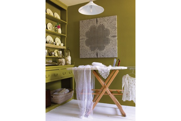 Discovering Antiques - Lace Stylist Charis White BBC Homes & Antiques Commissioned - ALL RIGHTS