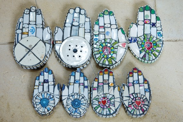 Cleo Mussi has used broken pieces of plates to create hands with different patterns on the palms