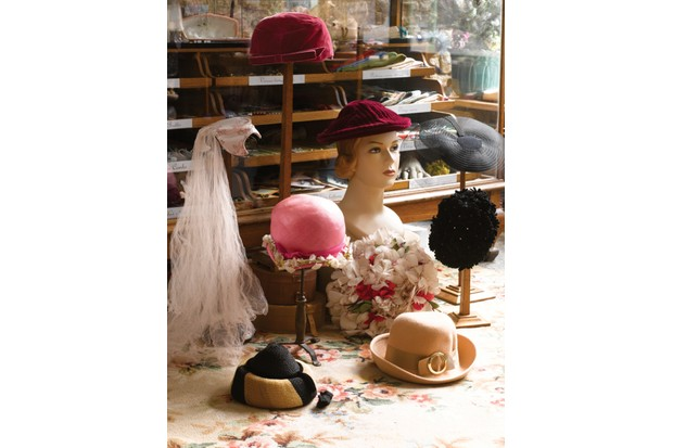 4f6b3cbe6ef60b The history of vintage hats - Homes and Antiques