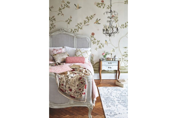A chinoiserie styled bedroom