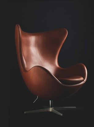 The History Of Arne Jacobsen S Egg Chair And How To Style It At Home Homes And Antiques