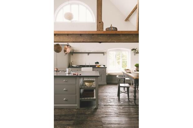 A dark grey cottage kitchen with black quartz worktops