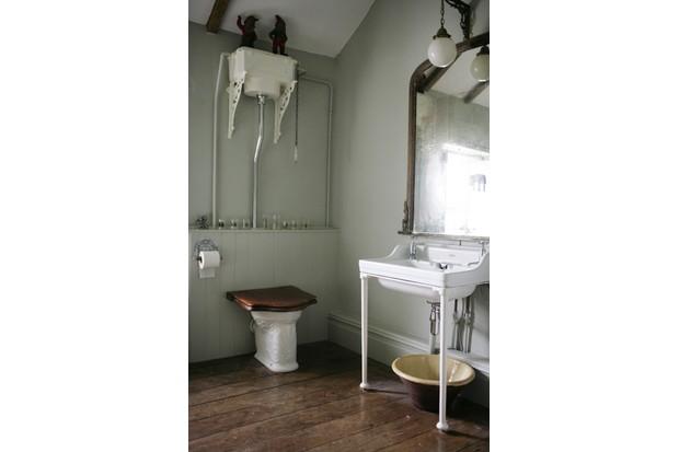 Mick Jaggers' bathroom suite