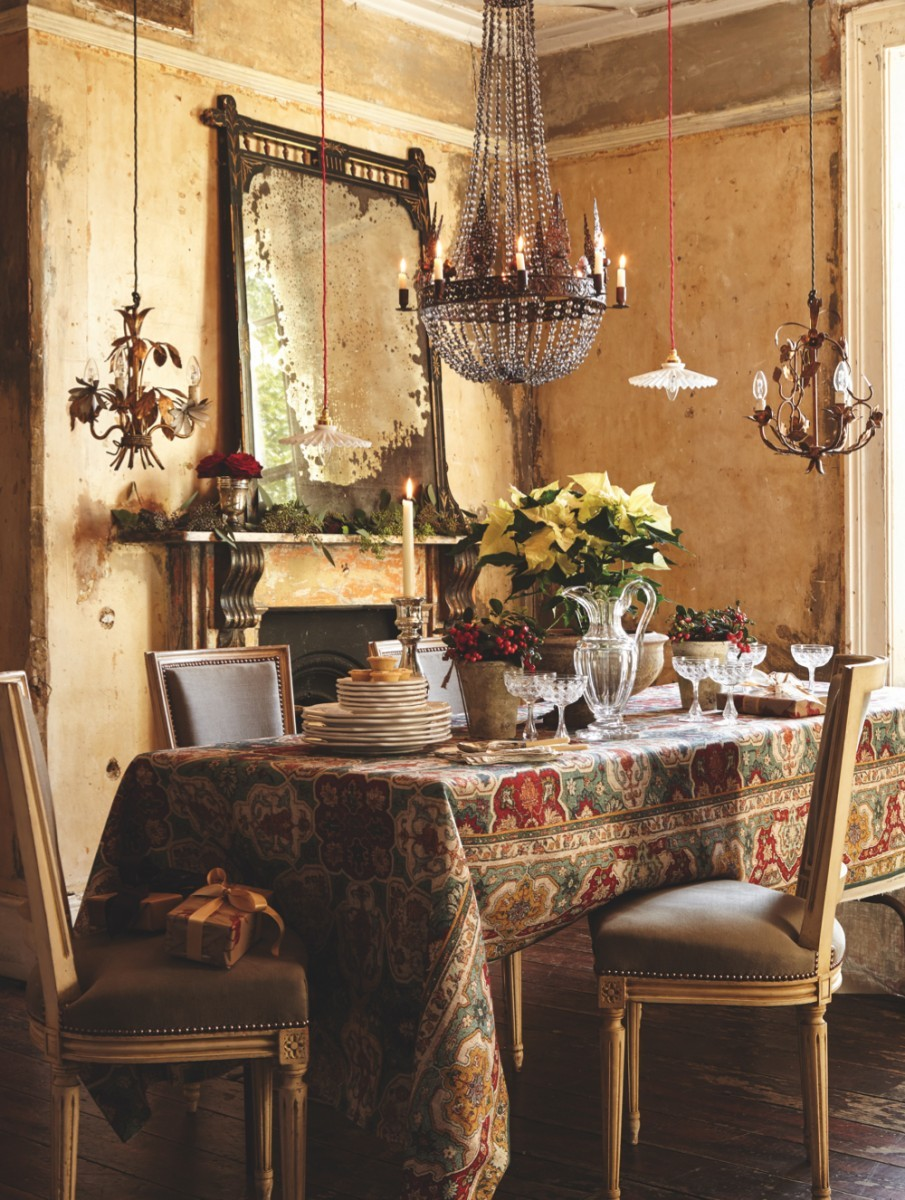 A gilt toleware chandelier and Victorian ewer-shaped glass jug form the centrepiece of this traditional dining table