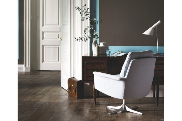 An office with a creme coloured desk chair