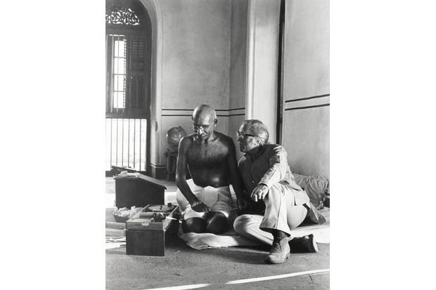 Richard Attenborough on the set of Gandhi with Ben Kingsley