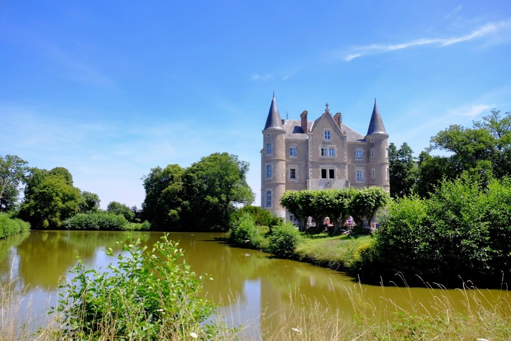 Chateau de la Motte Husson during the daytime