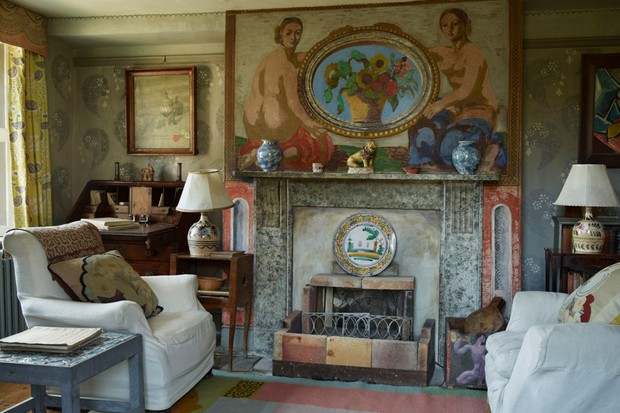 The garden room of the Charleston Farmhouse. The fireplace is made of marble and decorated with blue specks