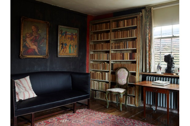 The library of the Charleston Farmhouse