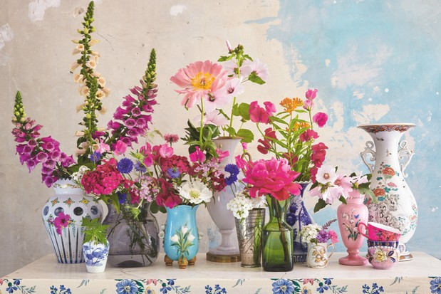 How To Create Floral Displays In Antique Vases Homes And Antiques