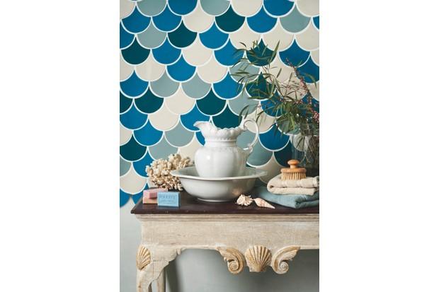 A striking scallop tile bathroom