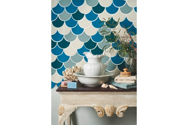 A striking scallop tile bathroom