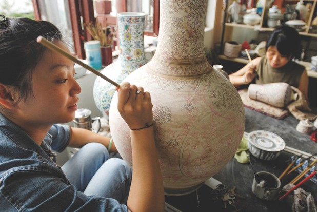 Painting porcelain in Jingdezhen