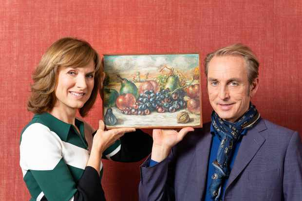 Programme Name: Fake or Fortune - TX: 08/08/2019 - Episode: De Chirico (No. 3 - De Chirico) - Picture Shows: with 'Still Life'  Fiona Bruce, Philip Mould - (C) BBC Studios - Photographer: Todd-White Art Photography - Ben Fitzpatrick