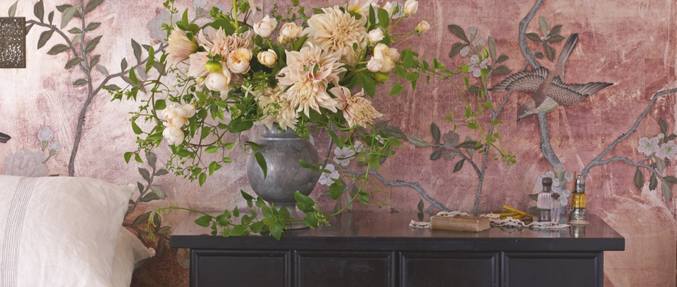 Hand-painted chinoiserie wallpaper by de Gournay