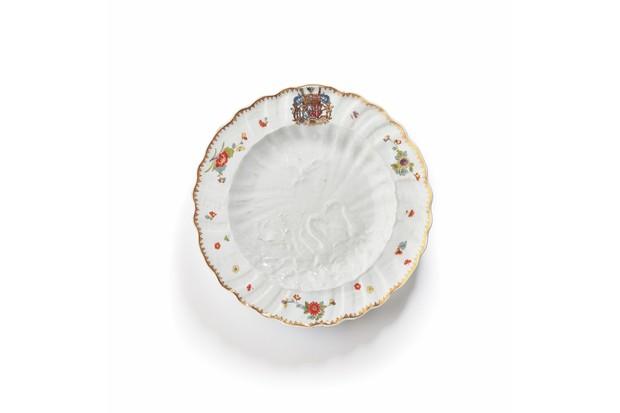 Swan dinner plate