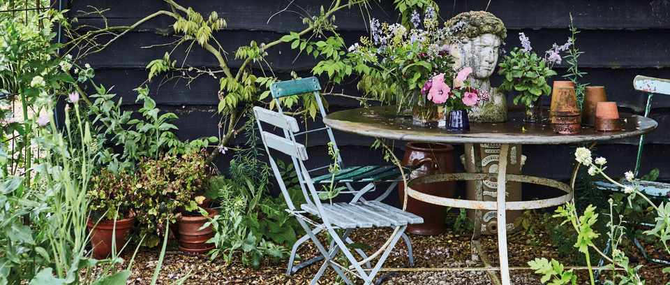 Vintage garden table styles with antiques