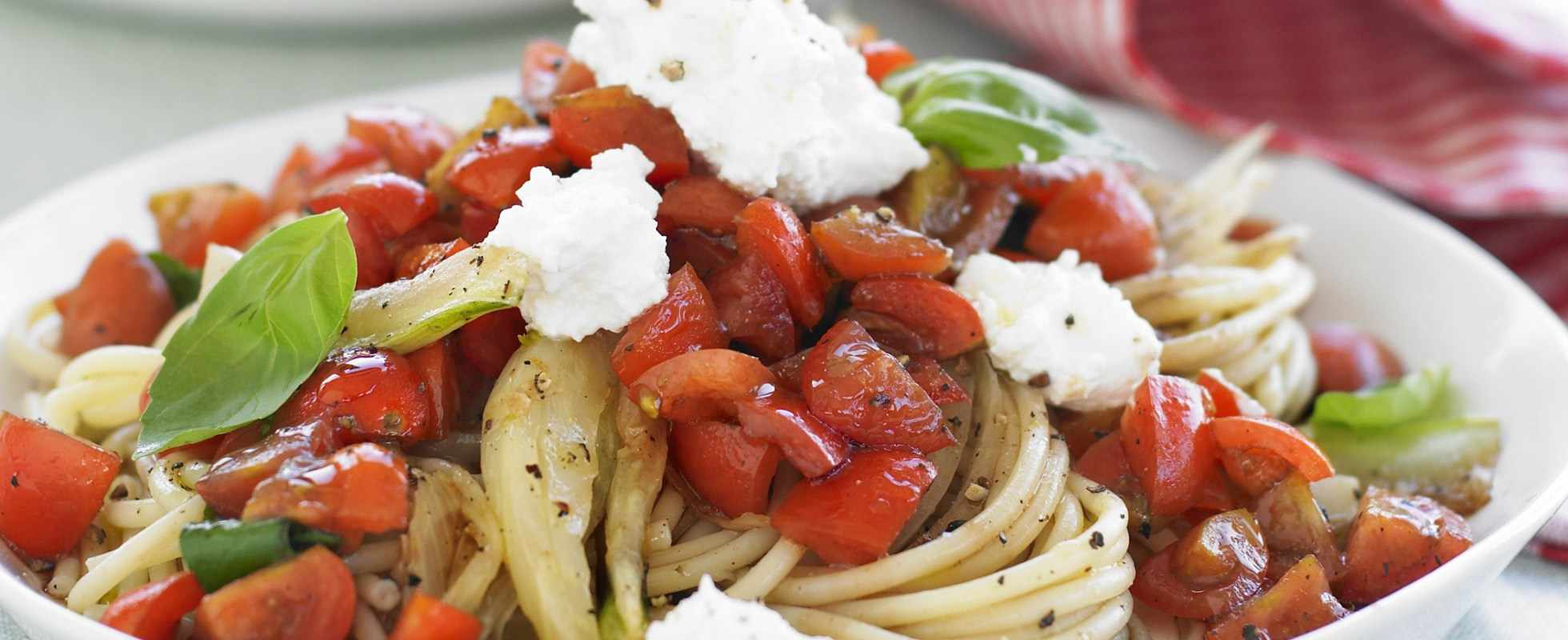 Spaghetti with fennel, tomatoes and ricotta