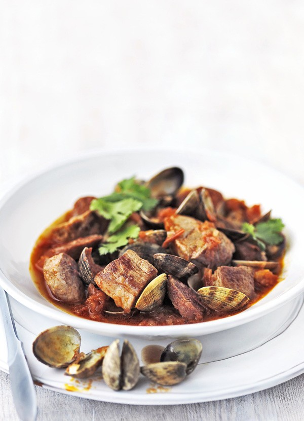 Clams Recipe with Pork and Tomatoes