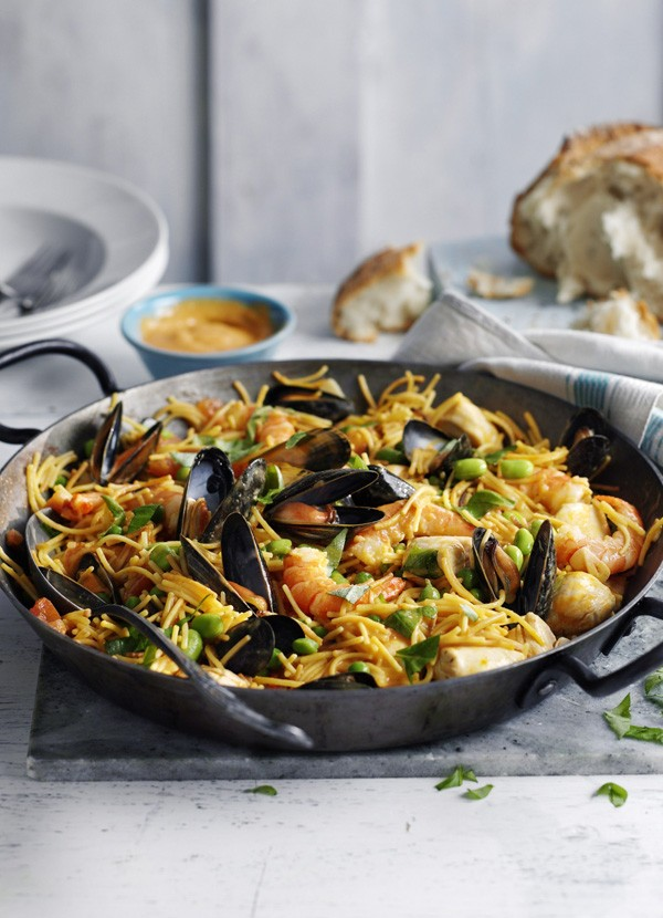 Fideua Recipe with King Prawns, Chicken and Mussels