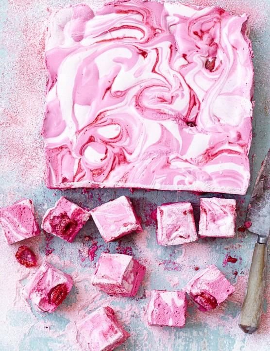 Raspberry ripple marshmallows