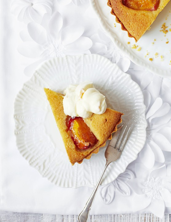 Peach Tart Recipe with Almond and Mascarpone