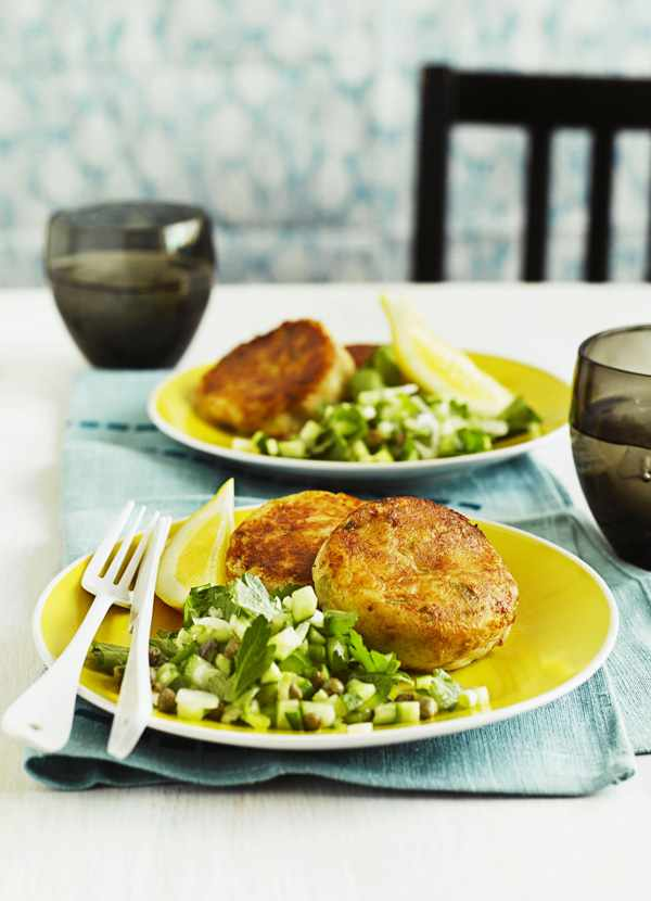 Tuna fishcakes with parsley and caper salad