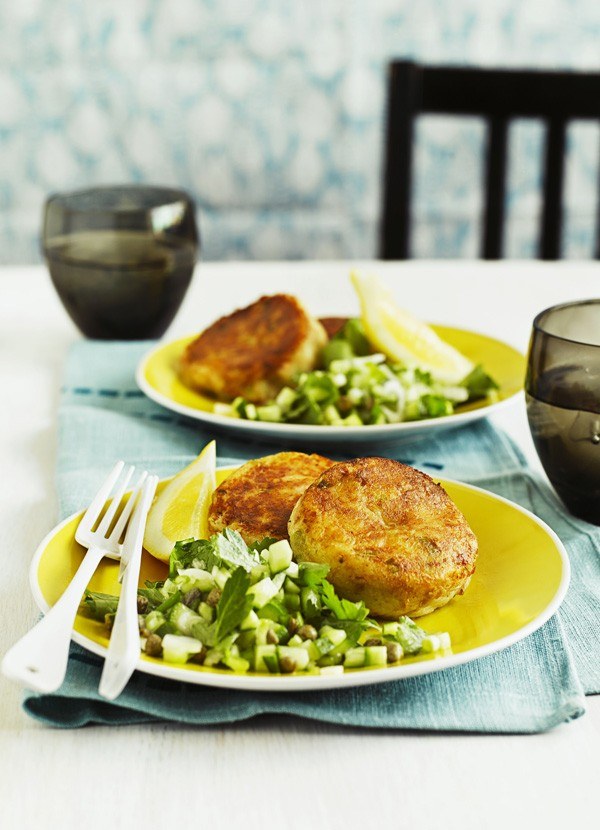 Tuna fishcakes with parsley and caper salad
