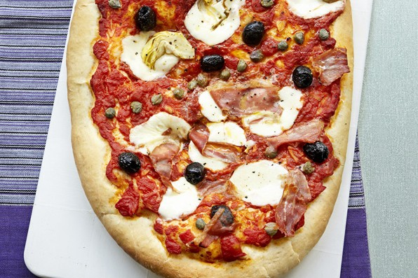 Parma ham and artichoke pizza