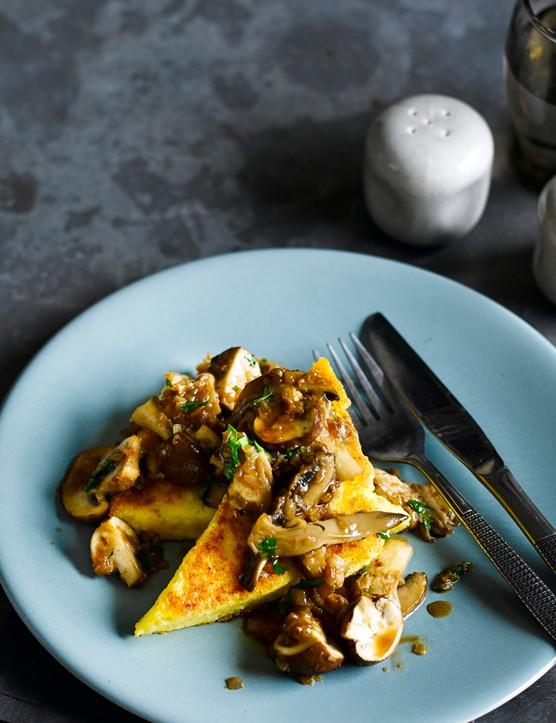 Gorgonzola-polenta wedges with madeira mushrooms