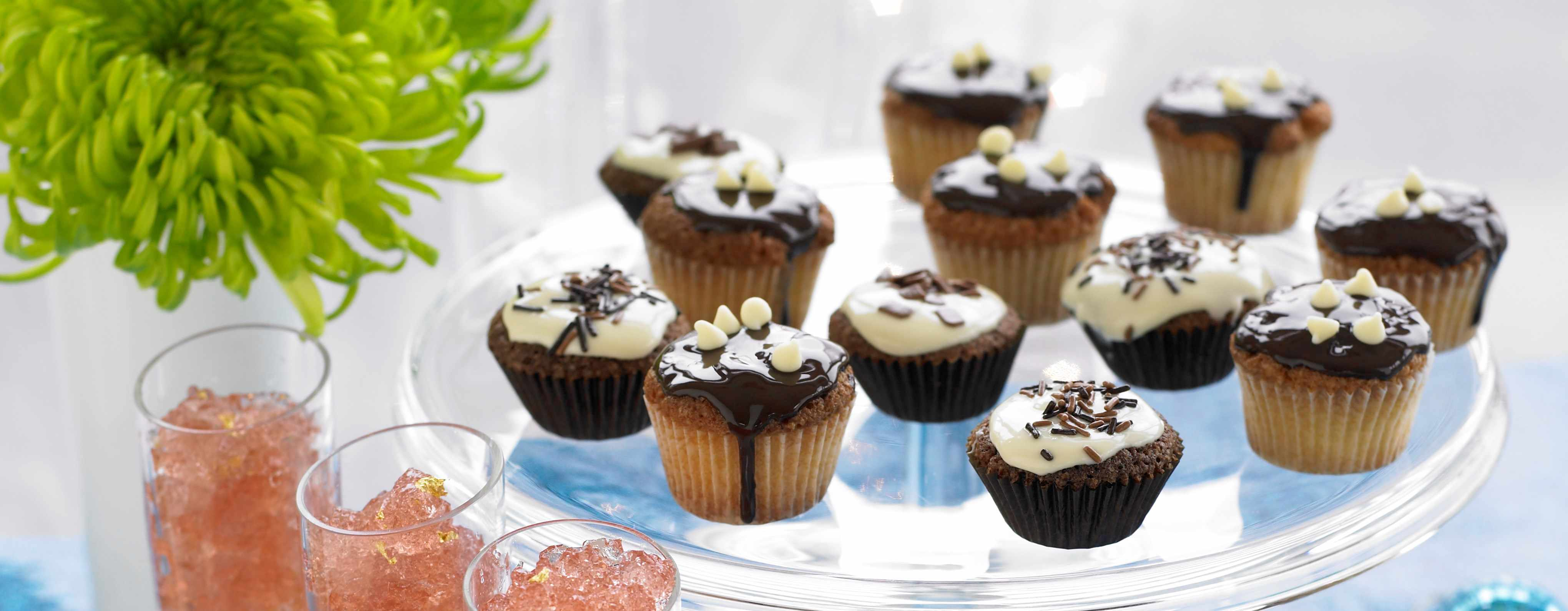 Chocolate and Vanilla Cupcakes Recipe