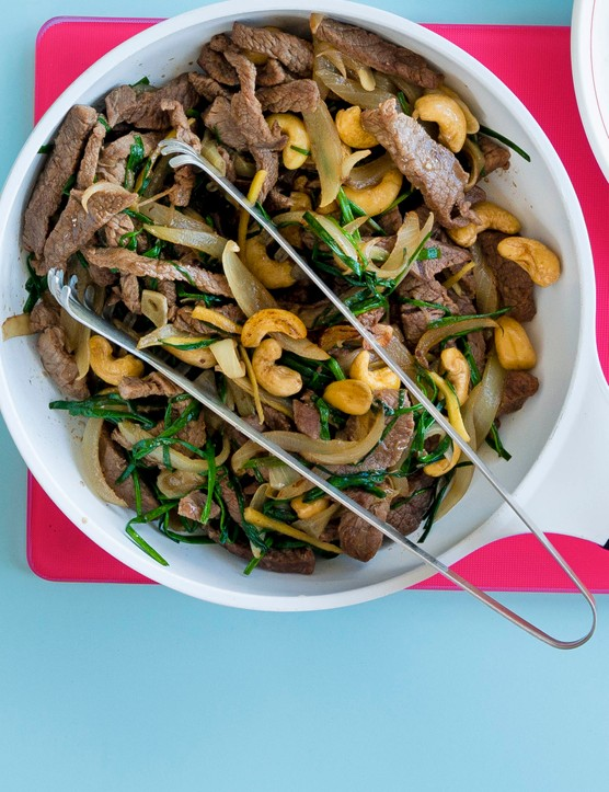 Stir-fried beef with chives and cashews