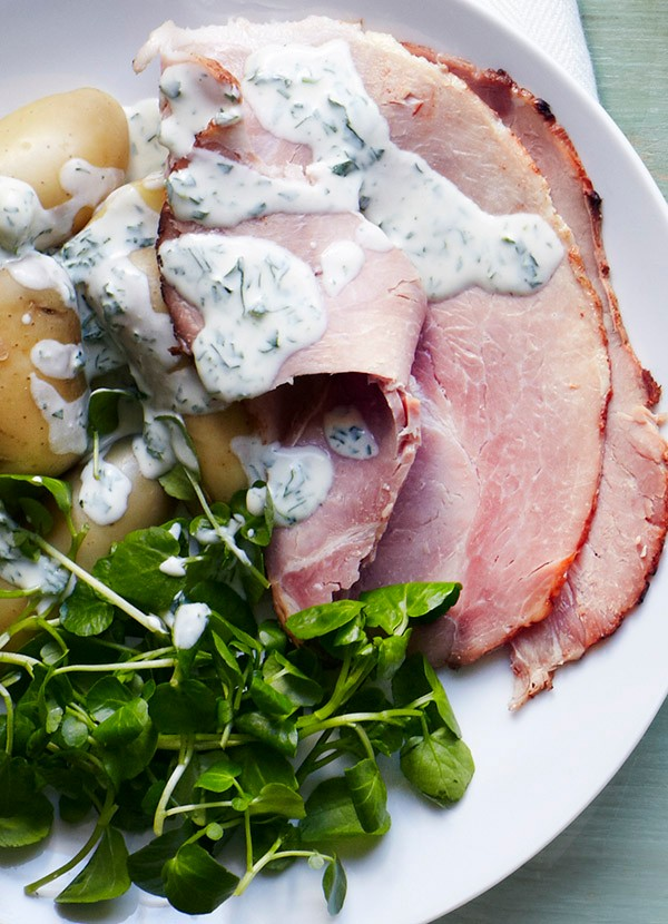 Ham with tarragon and parsley sauce