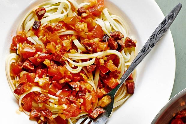 Linguine Pasta with Chorizo and Fresh Tomato Salsa Recipe