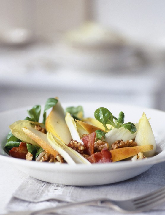 Chicory, bacon and pear salad with honey dressing