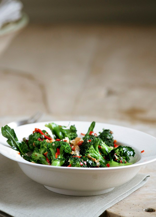 Broccoli with anchovies, capers and chilli