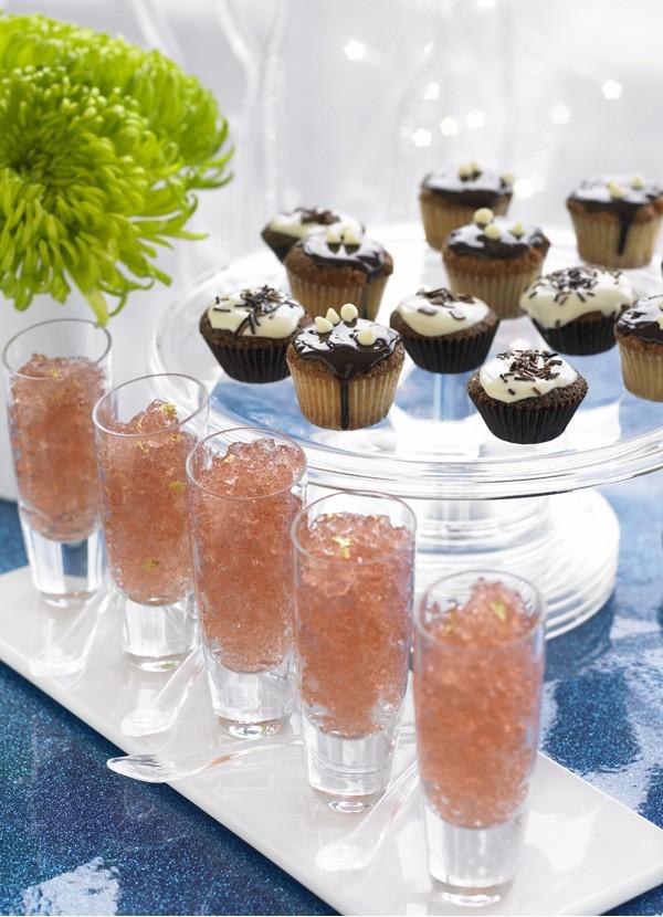Chocolate and Vanilla Cupcakes Recipe