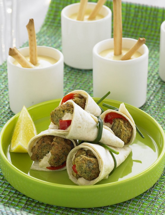 Falafel wraps with hummus