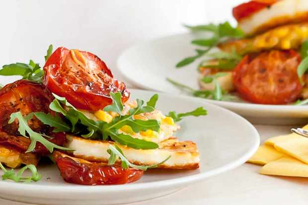 sweetcorn_fritters_with_halloumi