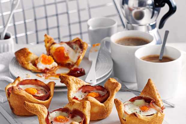 Breakfast Croissant Recipe with Ham and Eggs
