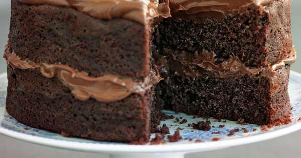 Easy Chocolate Fudge Cake Recipe: Easy Chocolate Fudge Cake Recipe