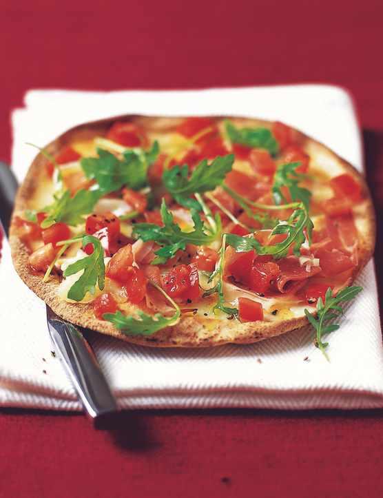 Flatbread pizza with prosciutto and gorgonzola
