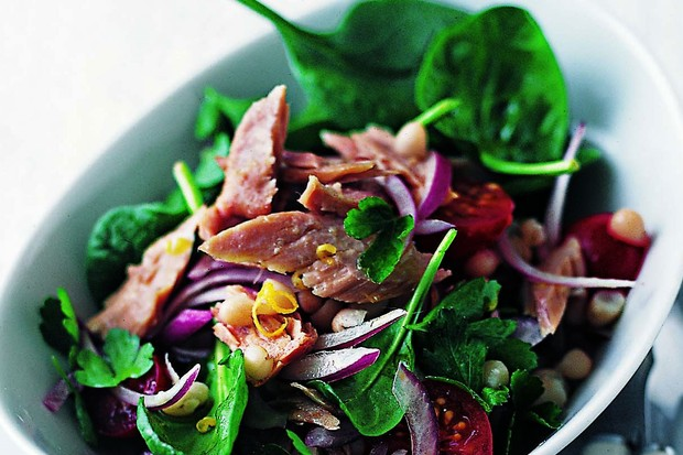 Tuna, cannellini and spinach salad