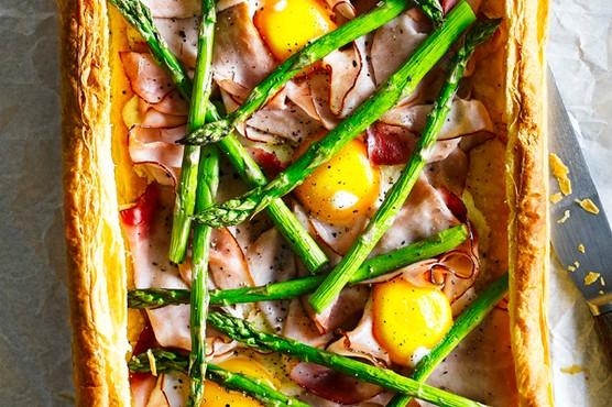 Receita de tarte de espargos com presunto e ovos
