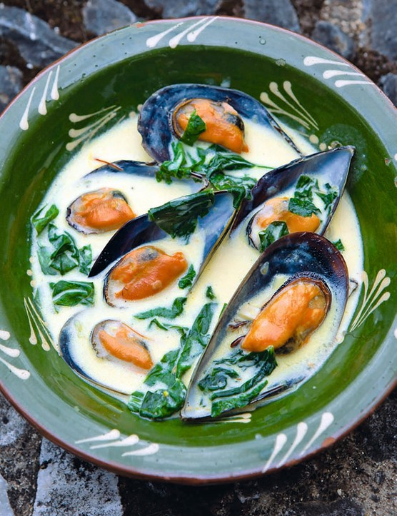 Saffron Mussels Recipe with Spinach