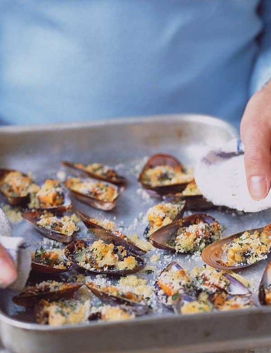 Mussels with Garlic Recipe and Herb Breadcrumbs
