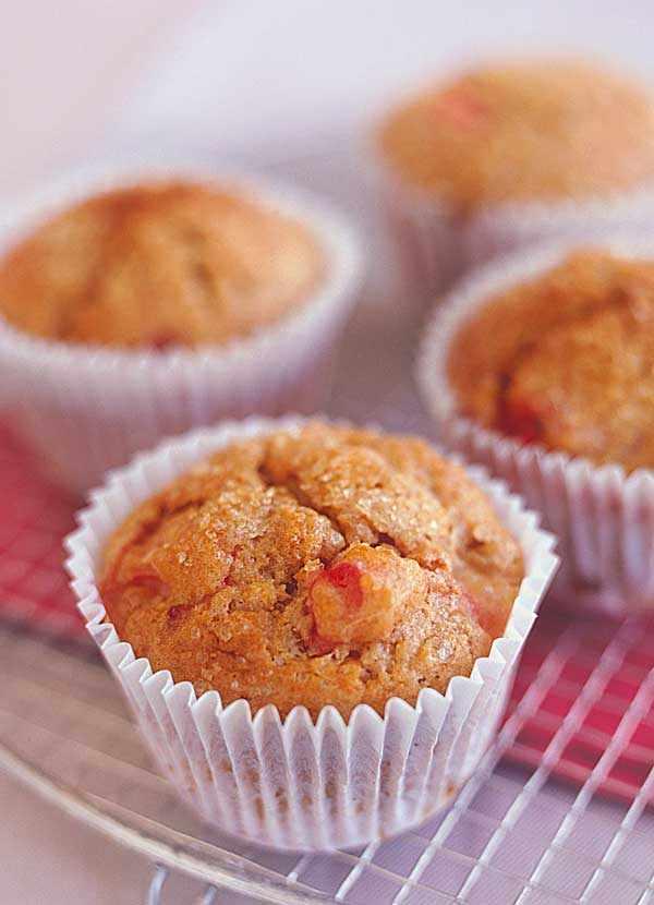 Rhubarb Muffins with Cinnamon and Brown Sugar