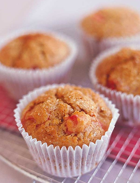 Rhubarb Muffins with Cinnamon and Brown Sugar